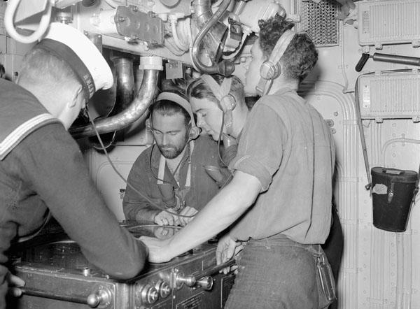 Transmitting Station, H.M.C.S. OTTAWA, October 1940.