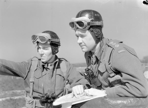 Unidentified personnel of the 8th Princess Louise's (New Brunswick) Hussars, Crookham, England, 16 April 1942.