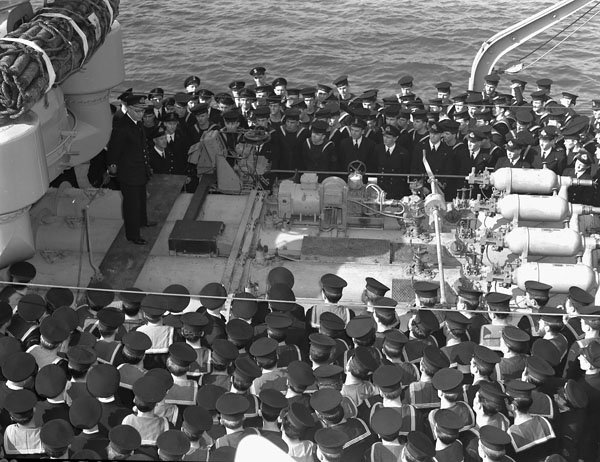 Vice-Admiral Percy W. Nelles, Chief of the Naval Staff, addressing the Ship's Company of the destroyer H.M.C.S. ATHABASKAN, Plymouth, England, 14 April 1944.