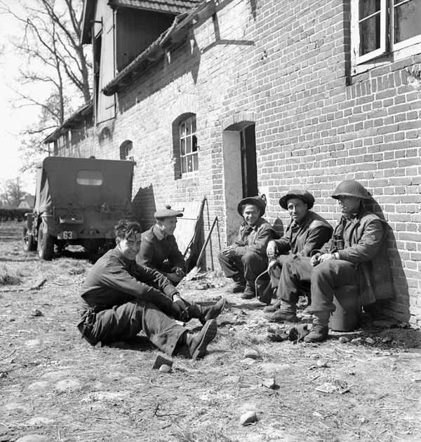 Infantrymen of The Argyll and Sutherland Highlanders of Canada (Princess Louise's) in the Kusten Canal bridgehead, Germany, 26 April 1945.