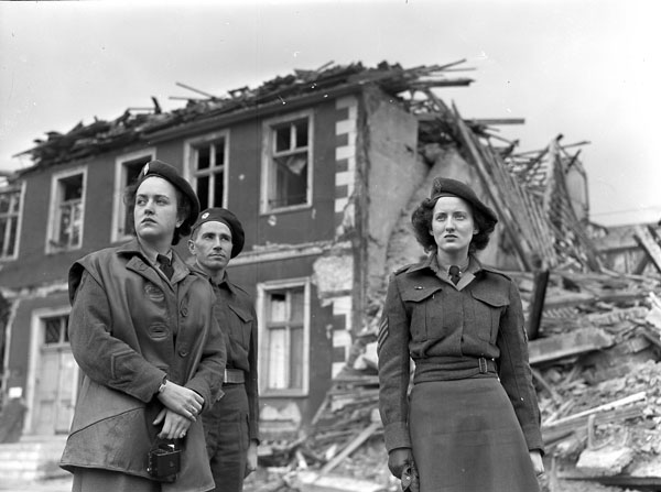 Members of the first contingent of the Canadian Women's Army Corps (C.W.A.C.) entering Hamm, Germany, 12 June 1945.