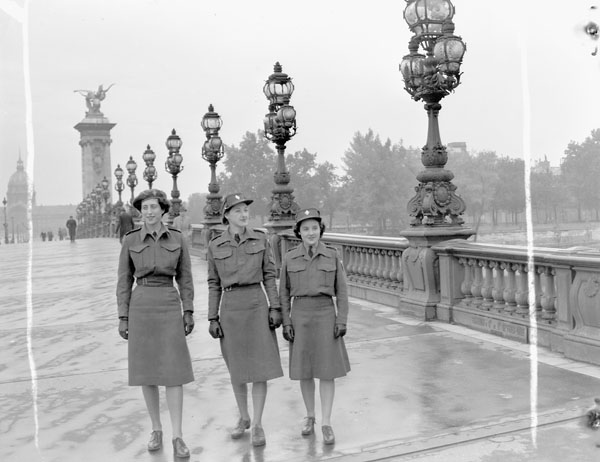 Personnel of the Canadian Women's Army Corps (C.W.A.C.) crossing the Alexandre III bridge, Paris, France, 15 October 1944.