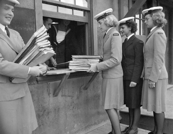 Personnel of the Women's Royal Canadian Naval Service (W.R.C.N.S.) picking up course material at the Royal Canadian Navy Signal School, St. Hyacinthe, Québec, Canada, September 1944.