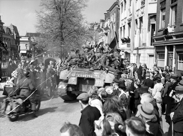 Crowd welcoming The Stormont, Dundas and Glengarry Highlanders to Leeuwarden, Netherlands, 16 April 1945.