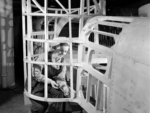 Worker assembling the machine gun turret frame of a motor torpedo boat under construction at Canadian Power Boat Company, Montreal, Québec, Canada, 24 April 1941.