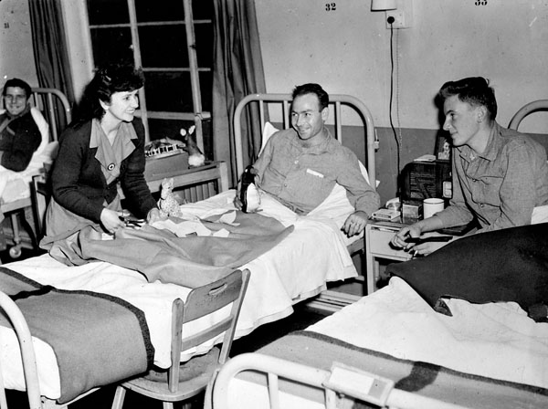 A Canadian Red Cross Society worker distributing craft supplies to patients at No.7 Canadian General Hospital, Royal Canadian Army Medical Corps (R.C.A.M.C.), Marston Green, Birmingham, England, 19 November 1943.
