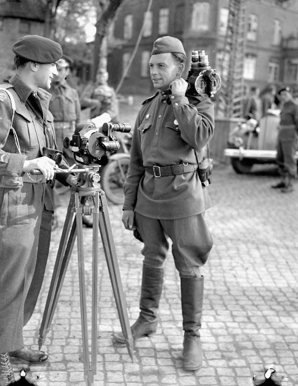 Sergeant A.M. Calder (left) of the Canadian Army Film and Photo Unit talking with a Russian cameraman, Wismar, Germany, 7 May 1945.