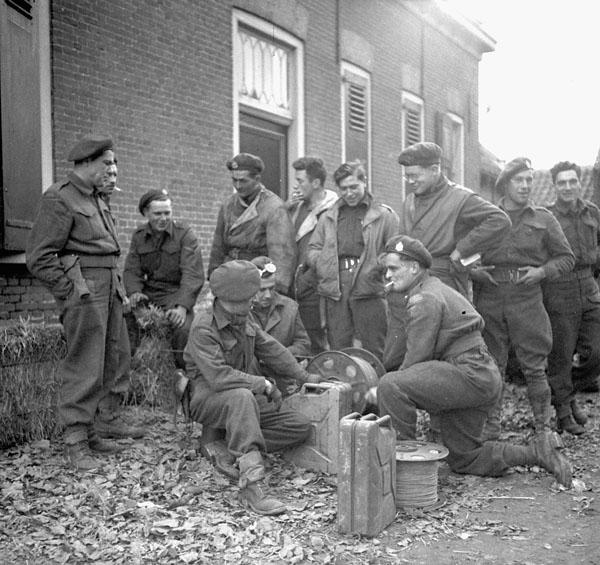 Signalmen of Le Régiment de Maisonneuve rewinding their lines, Ossendrecht, Netherlands, 17 October 1944.