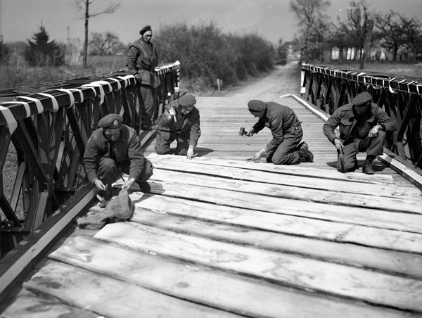 Personnel of the 18th Field Company, Royal Canadian Engineers (R.C.E.), constructing a Bailey bridge to enable The Stormont, Dundas and Glengarry Highlanders to cross the Schipbeek Canal, Bathmen, Netherlands, 9 April 1945.