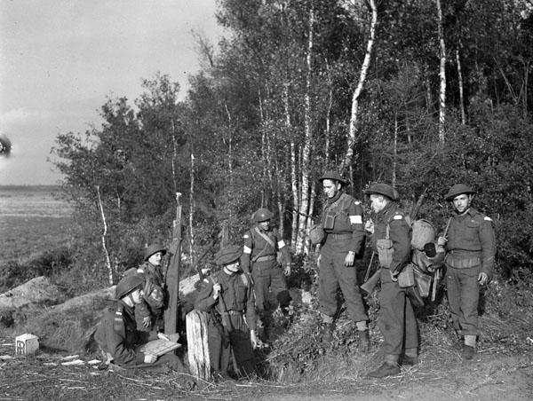 Lieutenant Robert Saey and infantrymen of