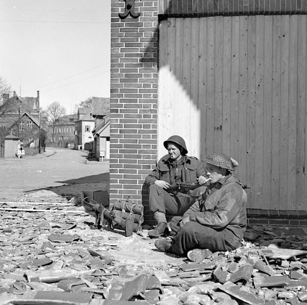 Lance-Corporal A. Kerelchuk and Private H.M. Sigurdson, both of The Argyll and Sutherland Highlanders of Canada, guarding the northern approach to a bridge across the Ems River, Meppen, Germany, 8 April 1945.