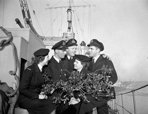 Naval personnel aboard the frigate H.M.C.S. CAPILANO, Londonderry, Northern Ireland, December 1944.