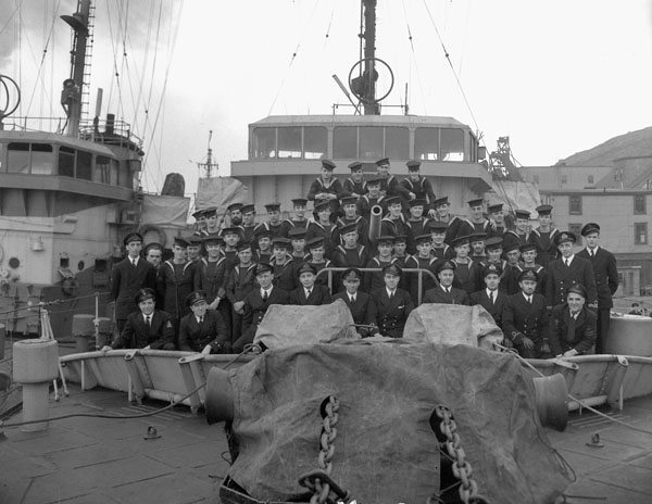 Ship's Company of the minesweeper H.M.C.S. STRATFORD, St. John's, Newfoundland, 11 November 1943.