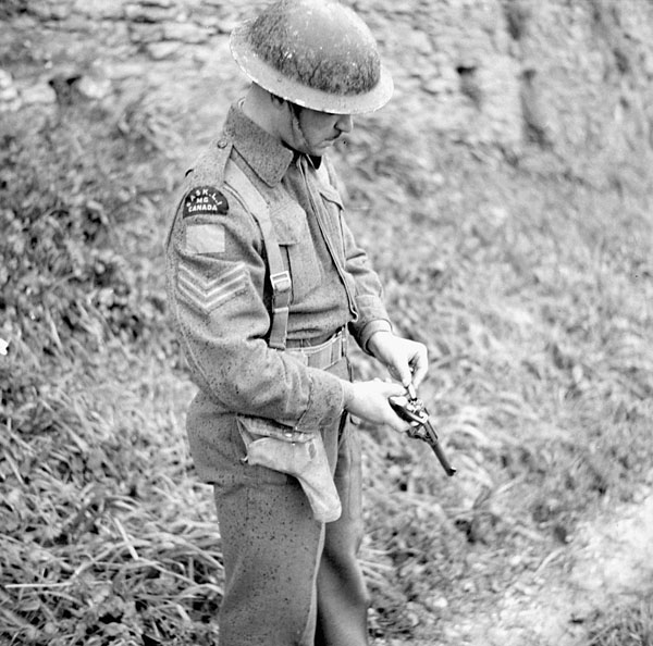Sergeant W.A. Seibel of the Saskatoon Light Infantry (M.G.) loading his revolver, Italy, 8 March 1944.
