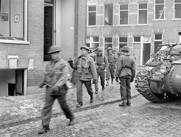 Infantrymen of the Perth Regiment advancing through Arnhem, Netherlands, 15 April 1945.