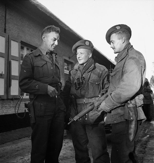 Lieutenant-Colonel D.G. Maclaughlin of the Calgary Highlanders speaks with scouts Corporal S. Kormendy and Sergeant H.A. Marshall, Kapellen, Belgium, 6 October 1944.