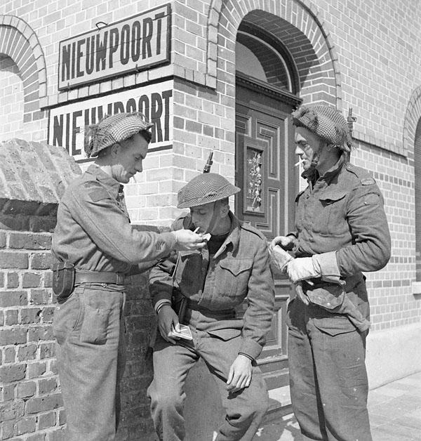 Infantrymen of the South Saskatchewan Regiment, Nieuport, Belgium, 9 September 1944.