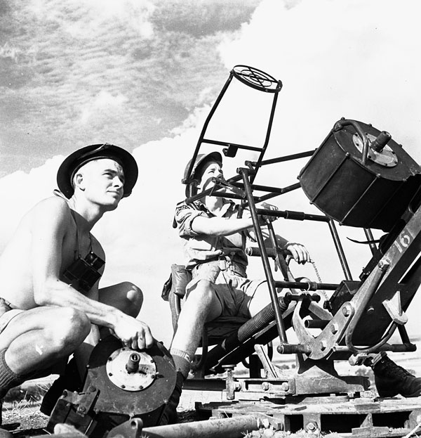 Privates Roger Widdifield (left), West Nova Scotia Regiment, and Everett Dewar, Saskatoon Light Infantry (M.G.) attached to the West Nova Scotia Regiment, manning an Oerlikon 20mm. anti-aircraft gun, Spinazzola, Italy, 1 October 1943.
