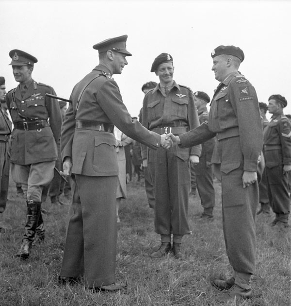 H.M. King George VI meeting Major D.J. Wilkins, 1st Canadian Parachute Battalion, Salisbury Plain, England, 19 May 1944.