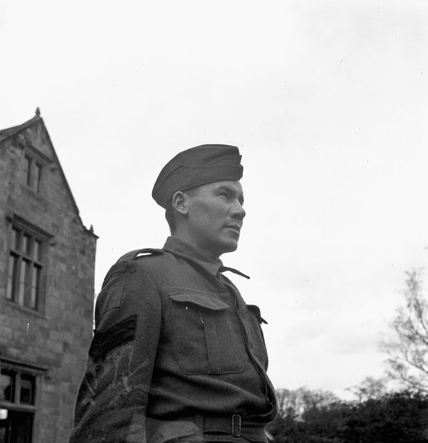 An unidentified member of the Regina Rifle Regiment, England, 30 March 1943.