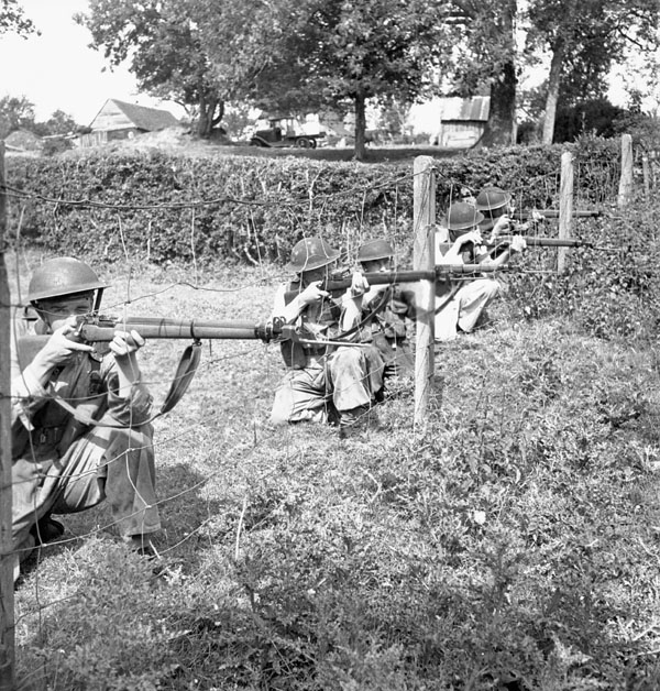 Infantrymen of the Perth Regiment taking part in a training exercise, England, 11 June 1943.