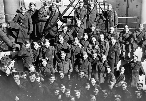 Canadian soldiers aboard an unidentified troopship arriving in Britain, ca. 1940.