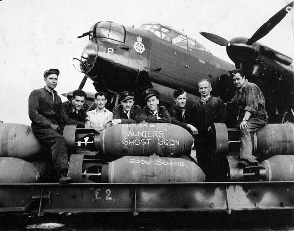 Aircrew and groundcrew of No. 428 (Ghost) Squadron, RCAF, with Avro Lancaster B.X aircraft KB760 NA:P