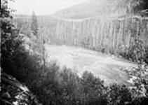 Falls on Fraser River. [102 KB, 760 X 538]