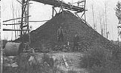 Coal Pile, Cameron Collieries Ltd., Pembina, Gamford District, Alta. [127 KB, 1000 X 605]