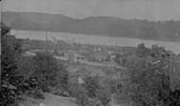 MIKAN 3373581 Ladysmith smelter and part of town, Ladysmith, B.C. Sept. 1927 [Ladysmith smelter and part of town, Ladysmith, B.C., Sept. 1927]
