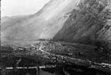 MIKAN 3303169 Frank: Town & Slide, Crowsnest Pass district, Alta. 1910? [Frank: Town & Slide, Crowsnest Pass district, Alta., 1910?]