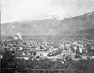 MIKAN 3336051 View of town & Mt. Begbie. ca. 1900-1925 [View of town & Mt. Begbie., ca. 1900-1925]