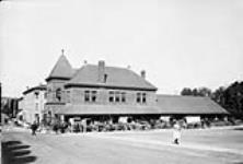 MIKAN 3336446 Town Market. ca. 1900-1925 [Town Market., ca. 1900-1925]