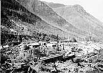 Coal Mine, Coal Creek near Fernie, B.C. [172 KB, 800 X 571]