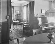 MIKAN 3365620 Interior of Kenniston Apartments, [corner of Elgin and Frank Sts.] Ottawa, Ont. July 1909. [124 KB, 1000 X 797]