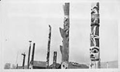 MIKAN 3648548 [Totem poles, B.C.]. [[Totem poles, B.C.].]