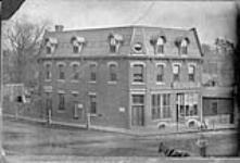 MIKAN 3310066 Post Office Block, Dundas, Ont. n.d. [164 KB, 1000 X 677]