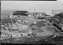 MIKAN 3574045 Construction of new hangar at R.C.A.F. Station. 14 Apr. 1942 [191 KB]