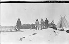 MIKAN 3407932 B.M. McConnell [and sledge party, Alaska], 1914. 1913 - 1914 [104 KB, 1000 X 634]