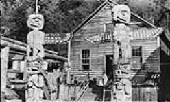 MIKAN 3306666 Totem poles at Alert Bay, B.C. 1920 [Totem poles at Alert Bay, B.C., 1920]