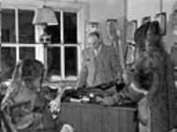 MIKAN 3315636 Red fox skin - Lac la Ronge in Northern Saskatchewan  March 1945. [77 KB, 760 X 566]