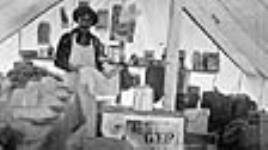 MIKAN 3629887 Cuisine, [Arpentage] équipe no8, [Chemin de fer National Transcontinental], Whitemouth [Manitoba], janvier1905. Jan. 1905 [Cuisine, [Arpentage] équipe no8, [Chemin de fer National Transcontinental], Whitemouth [Manitoba], janvier1905., Jan. 1905]