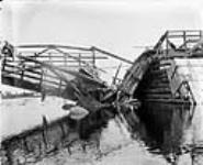 MIKAN 3265260 Broken span, Hurdman's Bridge  29 July 1902. [Broken span, Hurdman's Bridge, 29 July 1902.]