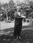 MIKAN 3199185 Autographed portrait of Margaret Marshall Saunders (1861-1947) holding a pigeon in her hands. ca.1920's (Portrait of Margaret Marshall Saunders) [141 KB, 600 X 760]