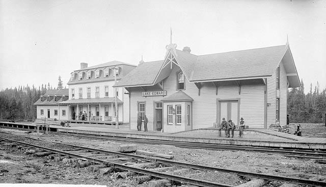 Chemin de fer de Québec et du Lac Saint-Jean, (La gare Lake Edward) 1906