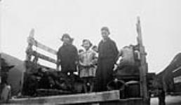 MIKAN 3526055 David Suzuki and his two sisters in an internment camp  1942-1945. [David Suzuki and his two sisters in an internment camp, 1942-1945.]