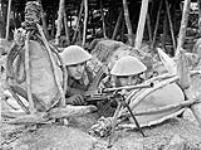 MIKAN 3560960 Infantrymen of the Lincoln and Welland Regiment  aiming their Bren guns during a battle drill exercise, St. John¿s, Newfoundland, May 1943. May 1943. [Infantrymen of the Lincoln and Welland Regiment aiming their Bren guns during a battle drill exercise, St. John¿s, Newfoundland, May 1943., May 1943.]