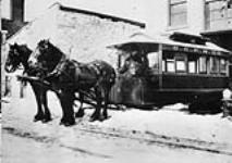 MIKAN 3401725 Ottawa City Passenger Railway Co.'s horse drawn street car. ca. 1871. [Ottawa City Passenger Railway Co.'s horse drawn street car., ca. 1871.]