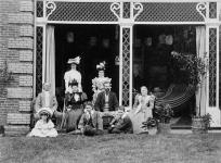 MIKAN 3194421 The Earl of Aberdeen and Lady Aberdeen visiting Sir Wilfrid Laurier and Lady Laurier. 1897. [The Earl of Aberdeen and Lady Aberdeen visiting Sir Wilfrid Laurier and Lady Laurier., 1897.]
