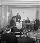 """MIKAN 3196485 """"Syndicat National Catholique de l'Industrie de l'Aluminum d'Arvida Inc."""" officials addressing Arvida Aluminum Company of Canada meeting attendees. Jan. 1943 [39 KB, 453 X 480]"""